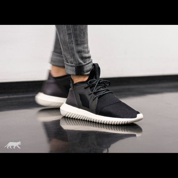 low priced 68459 91cd7 Adidas Tubular Defiant Core Black